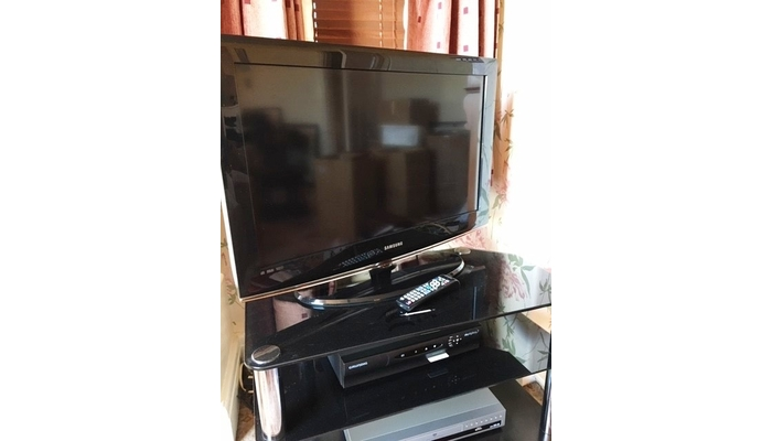 Samsung tv with remote